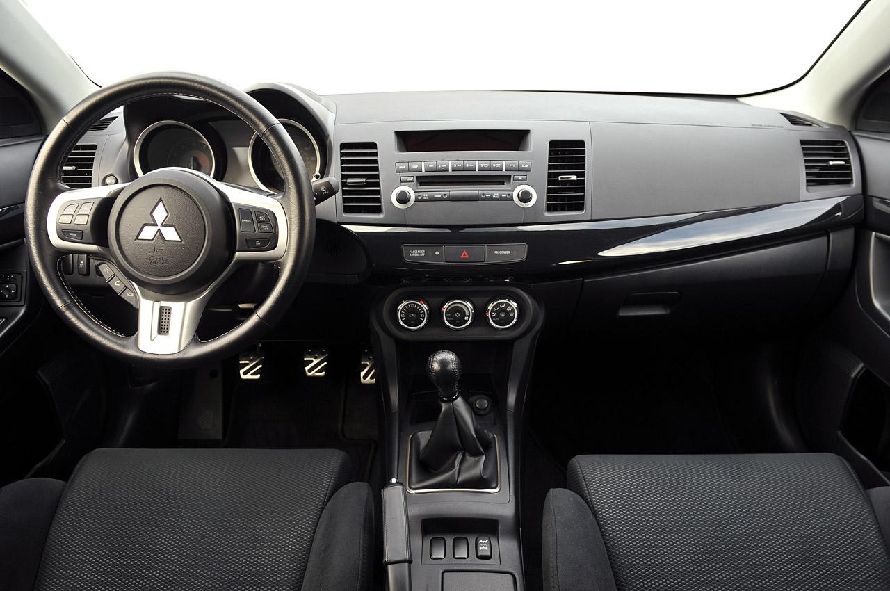 Mitsubishi galant 2018 interior